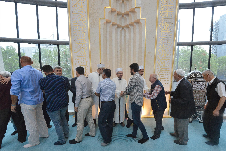 Köln DİTİB Merkez Camii'nde kurban bayramı coşkuyla eda edildi.