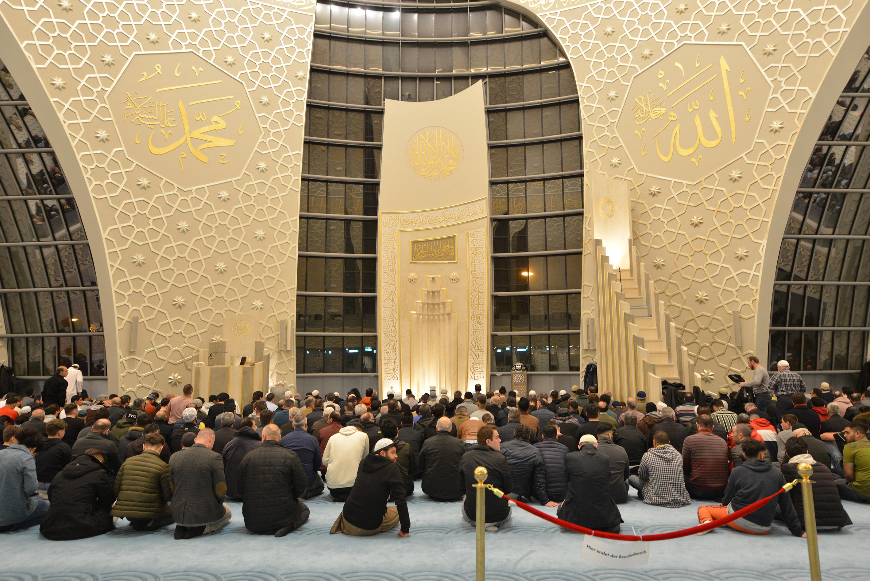 Köln DİTİB Merkez Camii'nde ilk teravih namazı kılındı