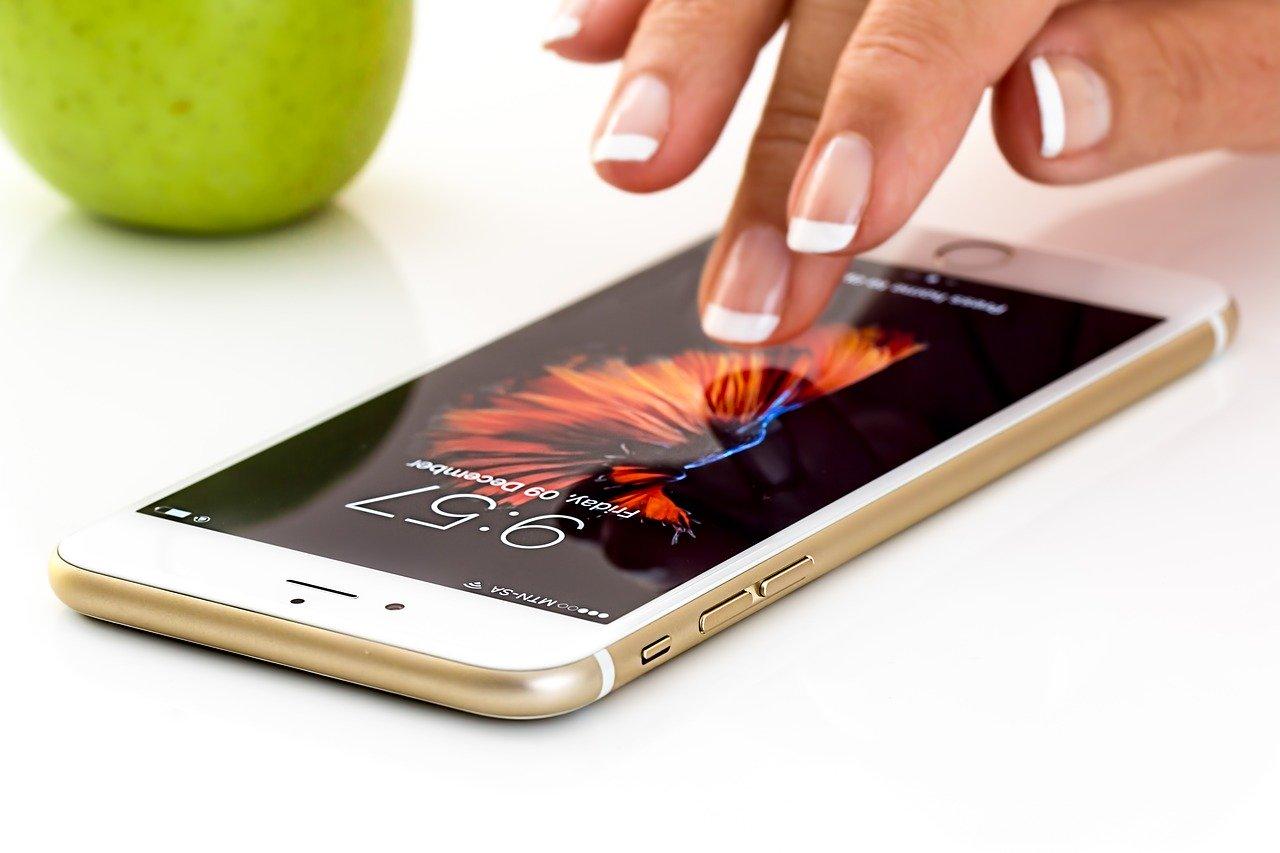 Apple şarj kablosunu değitirmek zorunda kalabilir