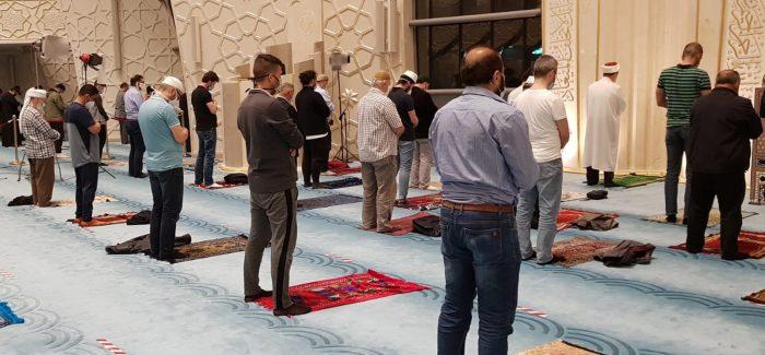 DİTİB'de ramazanın ilk teravih namazı kılındı